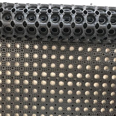 Interlocking anti fatigue rubber floor holes mat