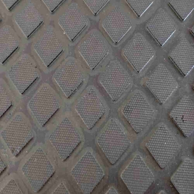 Small Square Pattern One Side Smooth Surface Cow Mat Used in Farms