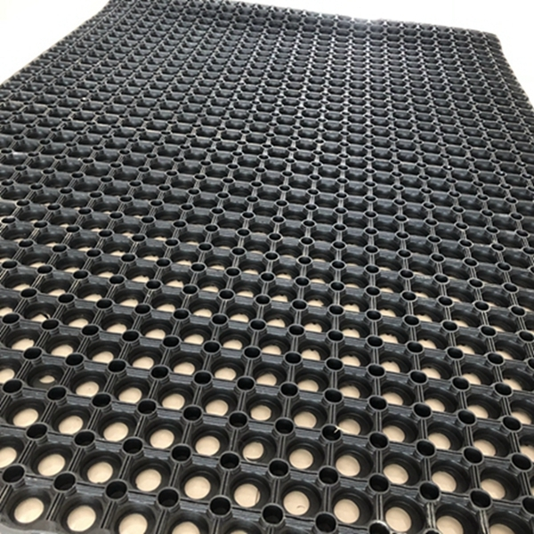 Hot sale anti slip and anti fatigue interlocking porous rubber floor mat